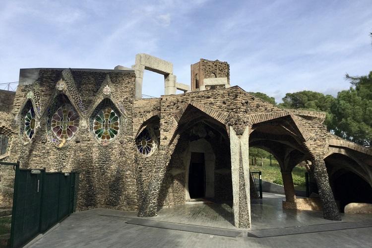 最高傑作と名高い教会と聖地モンセラットへ ガウディ建築巡り#4