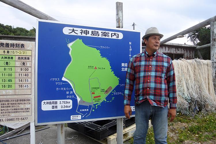 案内をしていただいたガイドさん。周囲3キロの島ですが、一周道路はありません。移動は電動カート