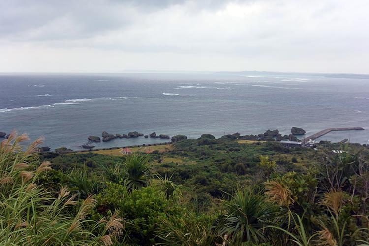 遠見台から見渡した周囲の海。晴れていたら、さぞや絶景なはず!
