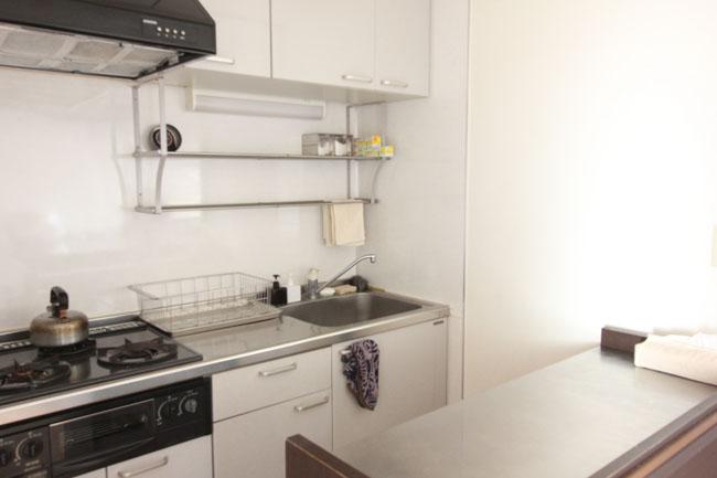 見渡す限り、表面に台所道具が出ていない。がらんとした風景