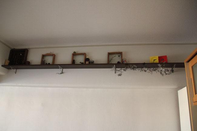 飾り棚。置きすぎず、色を使いすぎないよう気をつけている