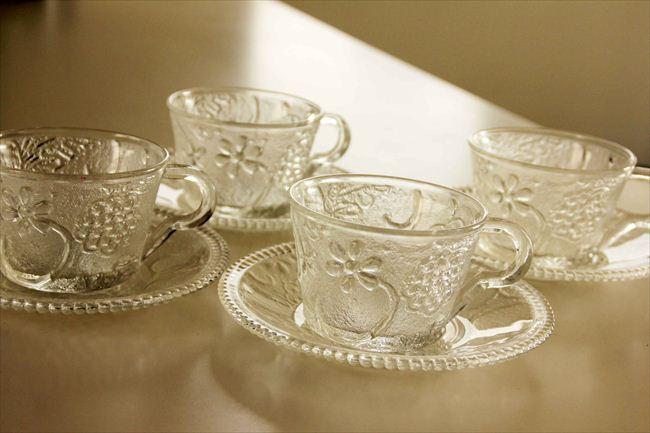 お気に入り。妻の父から譲り受けたガラス製のティーカップ。紅茶が映える