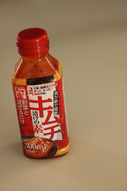 <切らしたら困るもの> キムチ漬けの素(徳山物産)。大根やきゅうりを30分漬けるだけで十分おいしく仕上がる