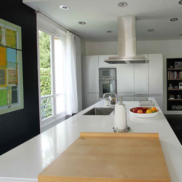 〈5〉「禅とモダン」を融合した白い台所