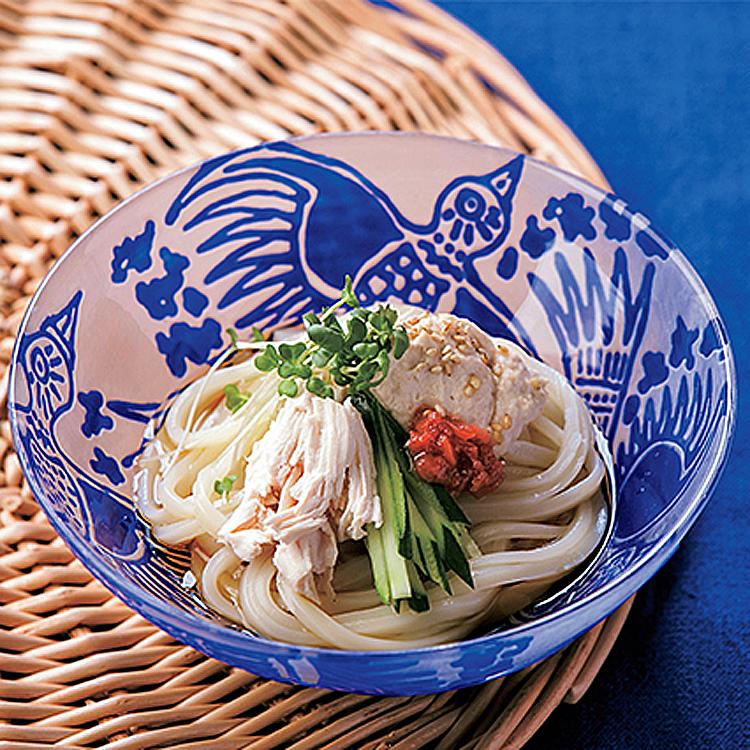 〈5〉梅風味のフムスを麺に絡めて食べる。大豆フムスと蒸し鶏の梅うどん