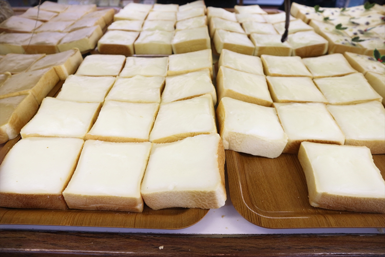 食パンにミルククリームを塗ったご当地パン「クリームボックスの町」福島県郡山へ