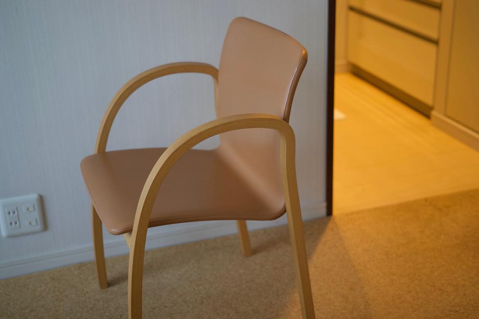 「唯一の贅沢です」と語るアルフレックスの椅子