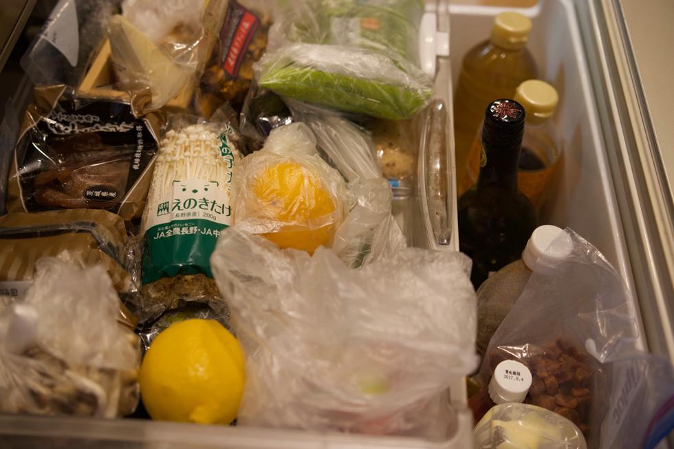 実家からとスーパーで買う食材で冷蔵庫はつねにぎっしり