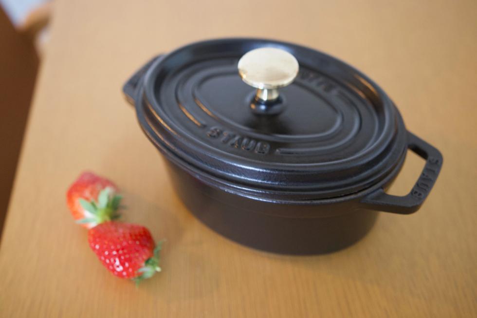ミニサイズのストウブの鍋は一人分のシチューや、来客時のテーブルウェアに大活躍