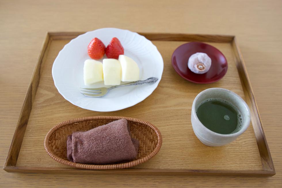 お茶は週末に。果物をなるべく朝、食べるようにしている
