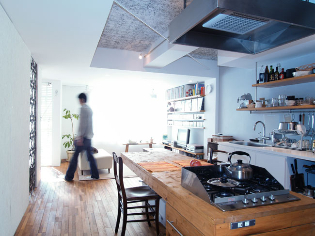 <77>BBQスタイルのキッチンとインナーテラス