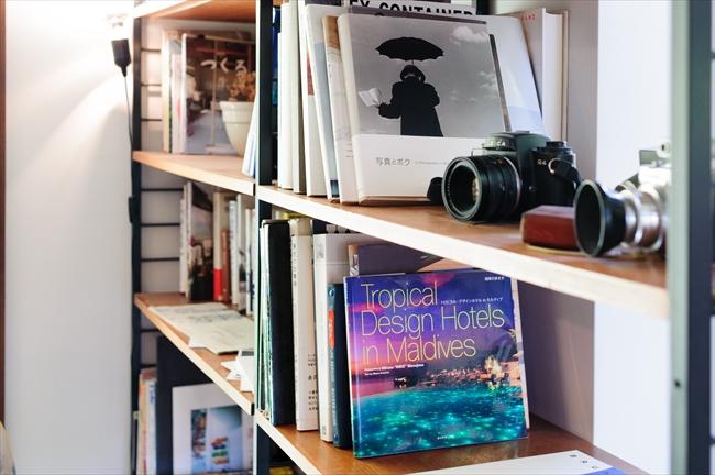 「テールベルト」の本棚には、湯川美雪さんが選んだ写真集が