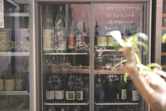 国産ワインや日本酒も並ぶ
