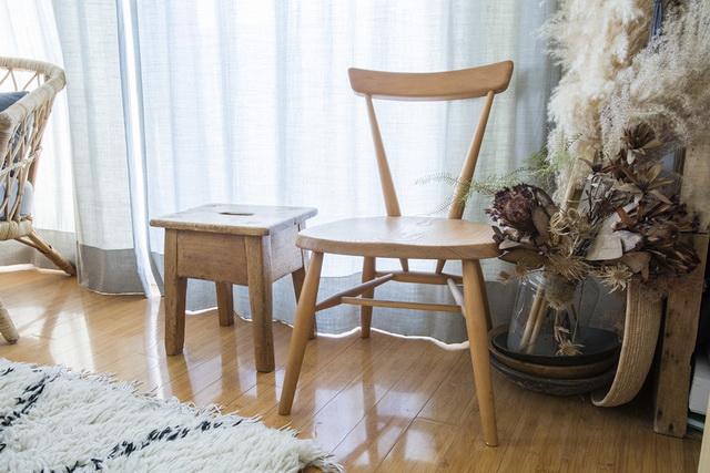 一人がけの椅子は、スペースをとらないコーナーインテリアにピッタリです