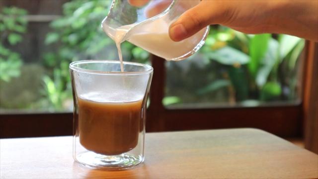 小麦茶「麦の奏」をラテに