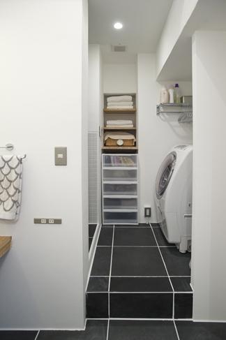 洗面所やお風呂など水回りはすべて小屋の中にある