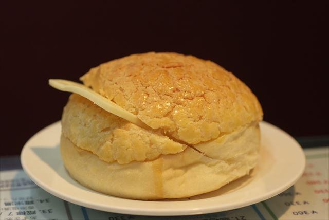 「ポーローヤウ」(パイナップルパン)。パイナップルの味はしない