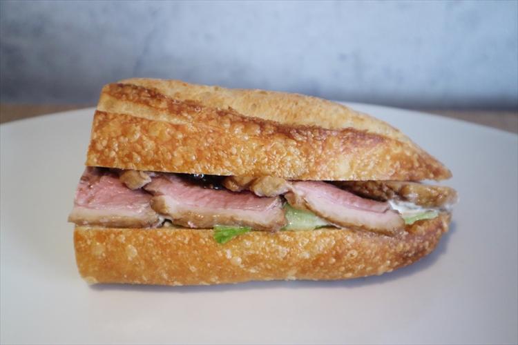 駅前でリヤカー売り、バゲットもハムも自家製の極上サンドイッチ/シャポードパイユ