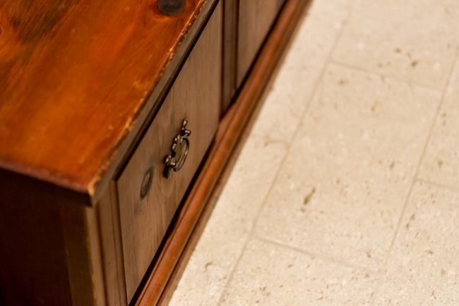 お持ちのアンティークのヨーロッパ家具と併せた、和の雰囲気の大谷石