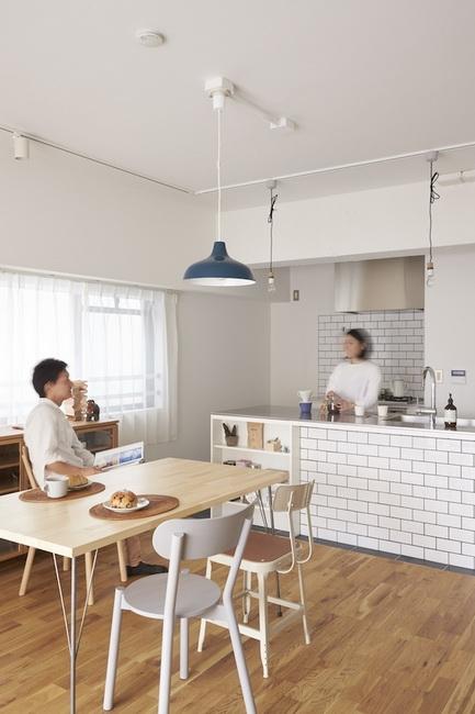 洗いものをしながら会話ができる対面式のキッチン