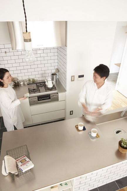ゆとりあるスペースで、二人で料理をすることも
