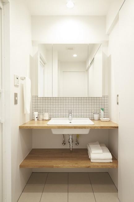 白を基調としたカウンター付洗面台