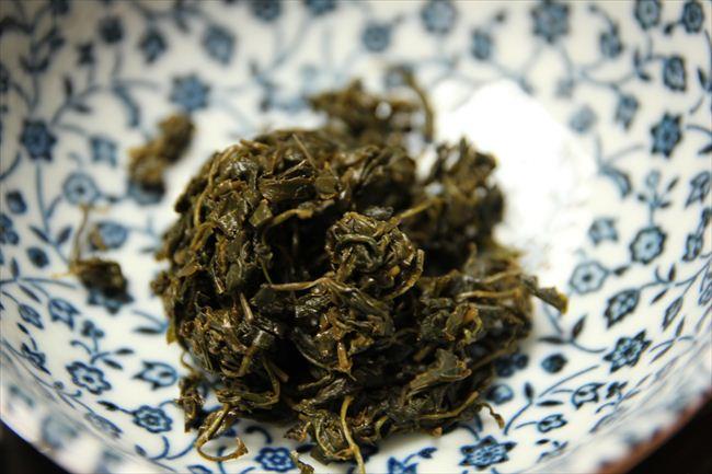 山椒の葉漬けも自作。ぴりりと辛みが効いている。ご飯にもつまみにもぴったり