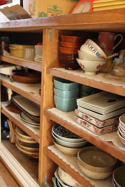 法事など、人が集まることが多いので大皿は別部屋に収納。料理屋のようにたくさんある