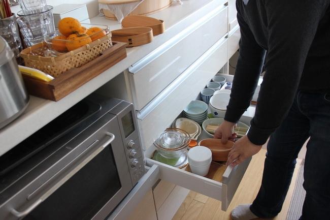 器の購入は基本的に妻が担当。食器棚はなく、器はすべてここへ収納