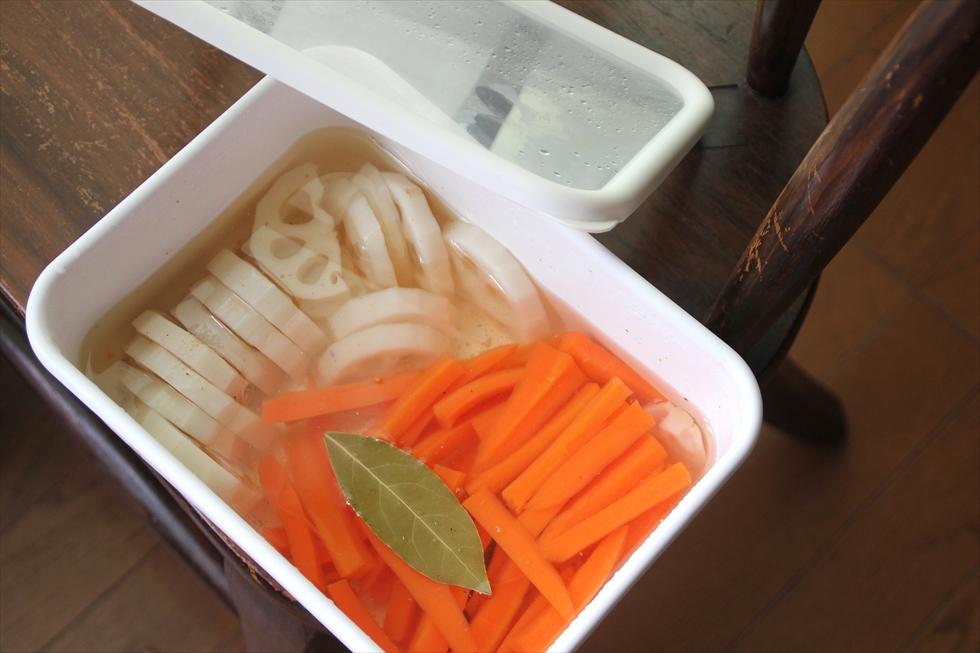 レンコンとニンジンのピクルス。まとめて作って3日ほどで食べる