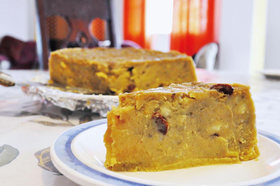 「コーンミール・ポテト・プディング」。サツマイモ似のホクホクとした芋と、モチモチしたヤムイモの2種類を使うのが特徴で蒸し時間はなんと2時間。ラム酒などを加えて蒸しあげたプディングはしっとり柔らかく、まるでスイートポテトのよう/中米・カリブ キューバ