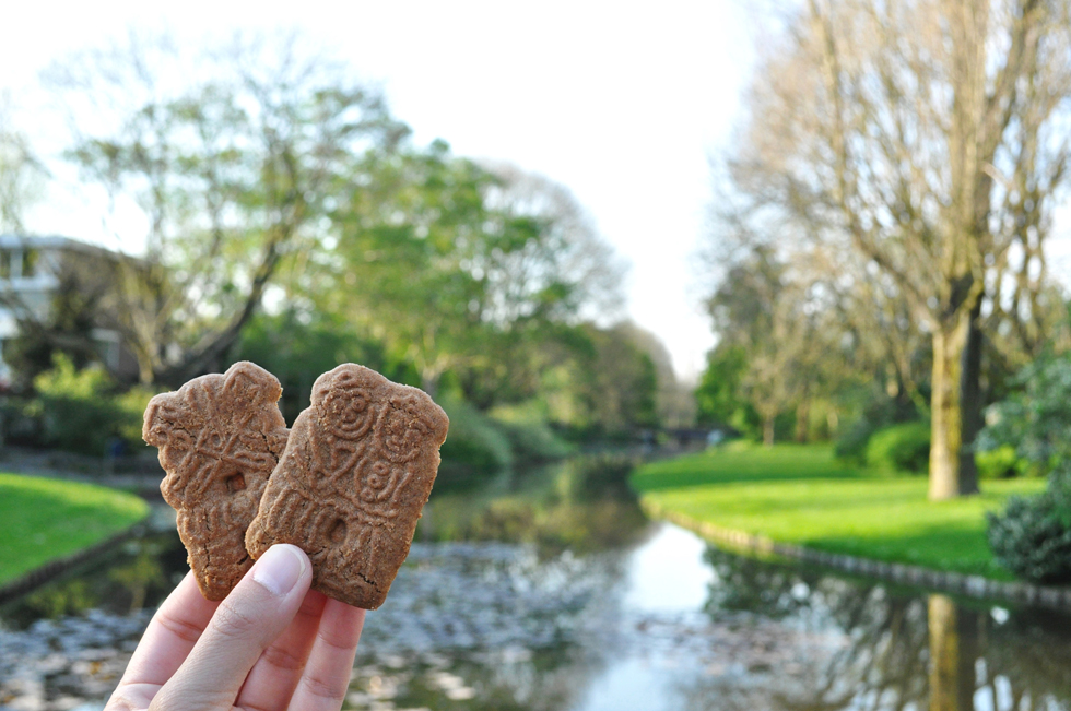 オランダを代表する祭日、12月6日の「シンタクラースのお祭り」に欠かせない、多様なスパイスを練りこんだクッキー「スペキュラース」/ヨーロッパ・オランダ