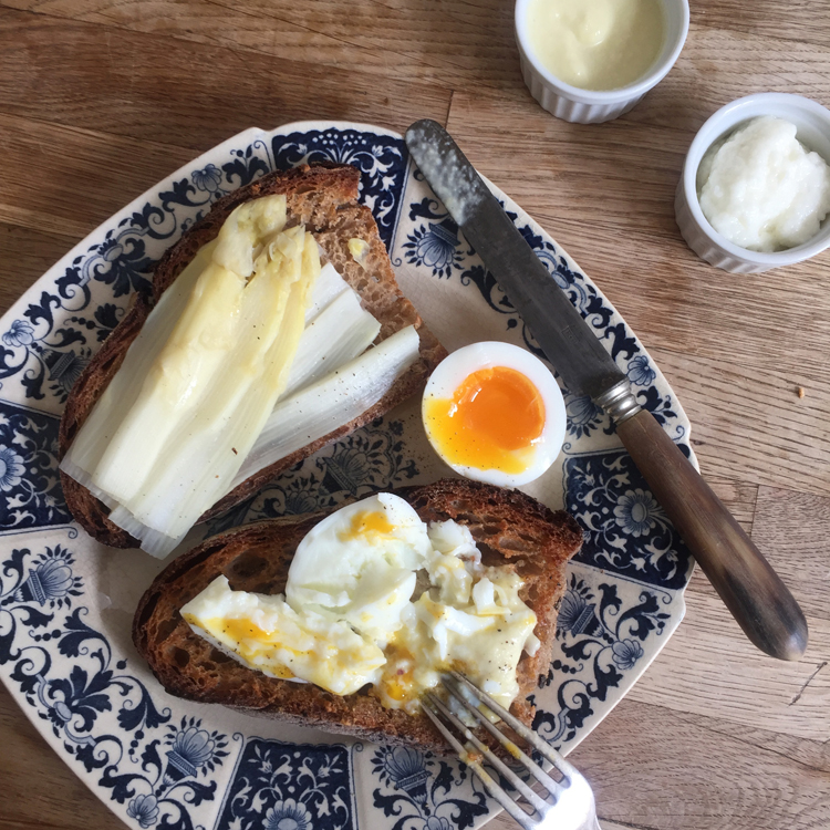 衝撃の白いソースで卵&サバサンド/Le Coeur du Liban