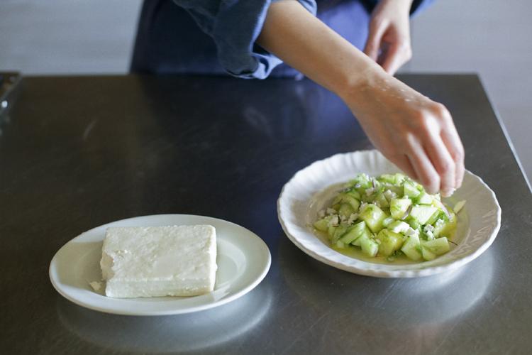 初夏にぴったり。涼やかなきゅうりとメロンのサラダ