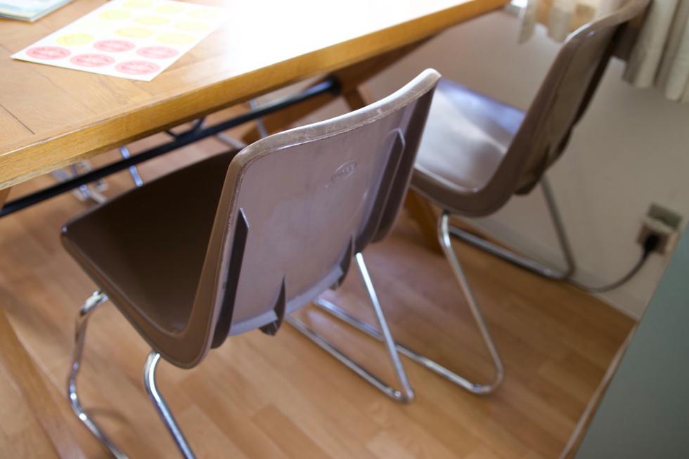 椅子はパシフィックファニチャーのユーズド専門店(現在閉店)で買った。3000円