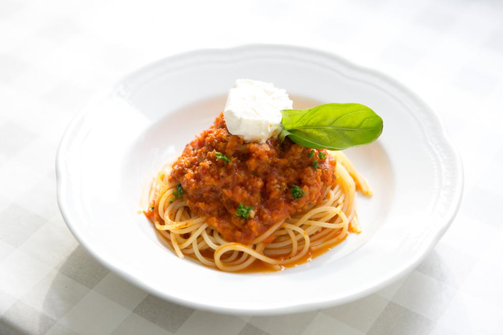 パスタの品ぞろえは約10種類。こちらは「マスカルポーネのナポリ風トマトソース」(800円)。トマトソースの酸味が絶妙な味わい