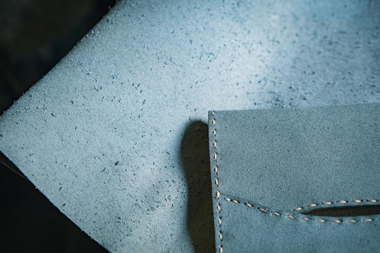 東京の山奥でチクチク手縫い。「捨てられてしまう革」に命を吹き込む作家