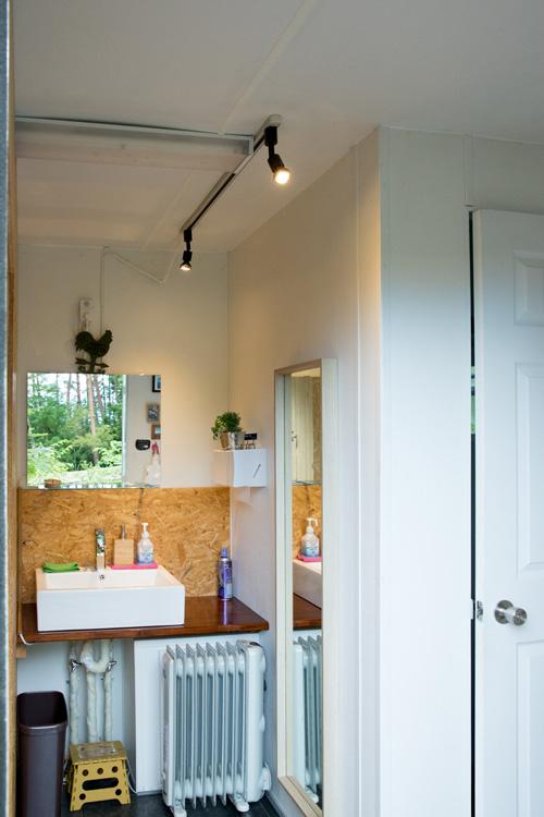 トイレも女性が気持ちよく使えるように清潔感をキープ。全身の姿見まで完備
