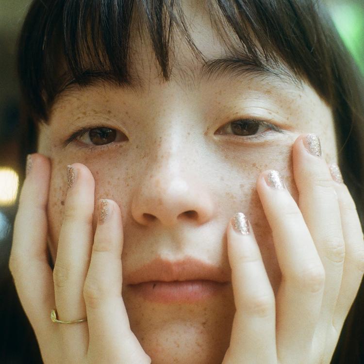 「自分とリンクする」お守りのようなカメオのネックレス モトーラ世理奈さん