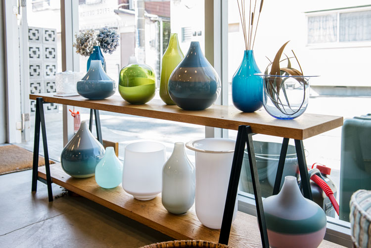 ハンドメイドの吹きガラスのガラスウェアブランド「FLASKA」のフラワーベース