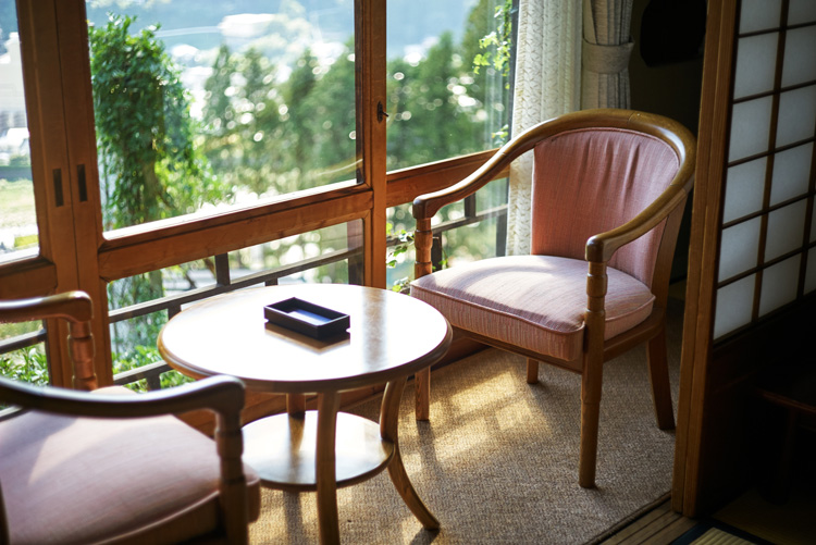 昭和初期の浪漫を感じる、森の中の一軒宿。下呂温泉 湯之島館で過ごす休日