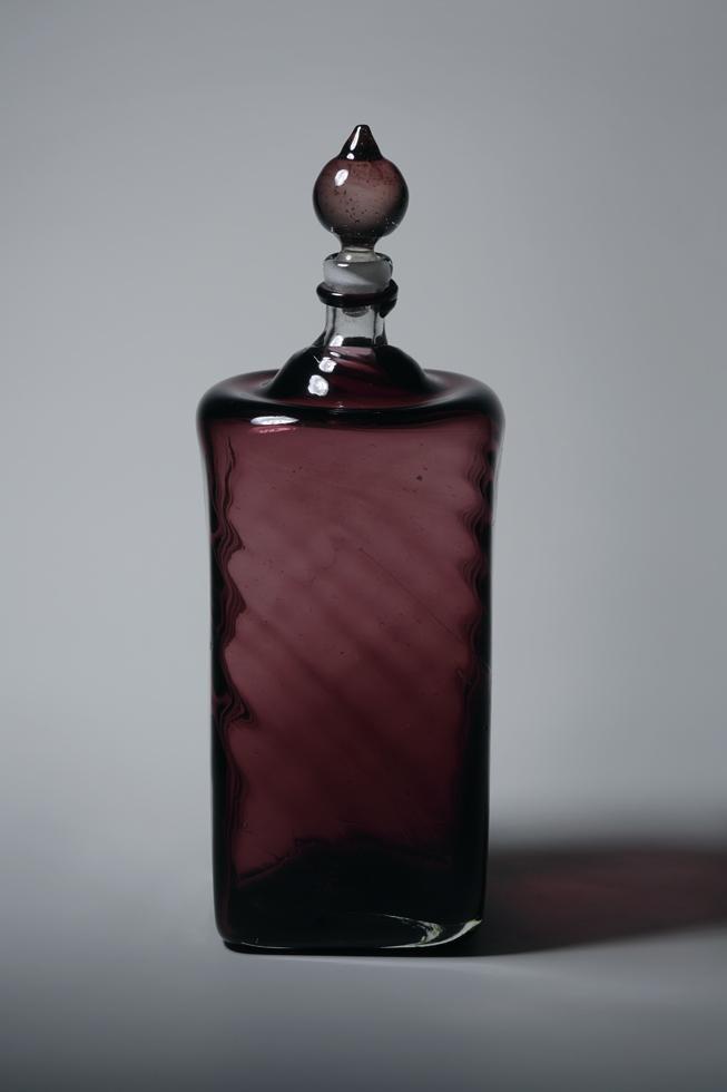 葡萄(ぶどう)色線入り角酒瓶 H23.1×W8.2cm
