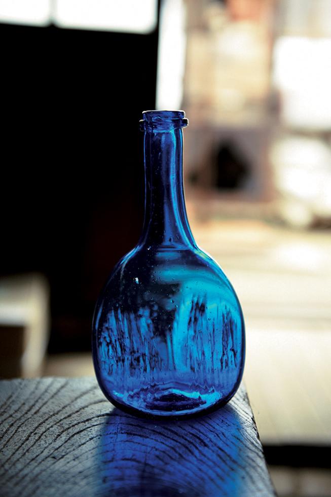小谷作品の象徴的な色は青