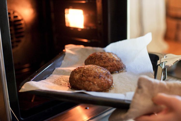 自宅でもお店の味に。肉汁あふれるハンバーグ