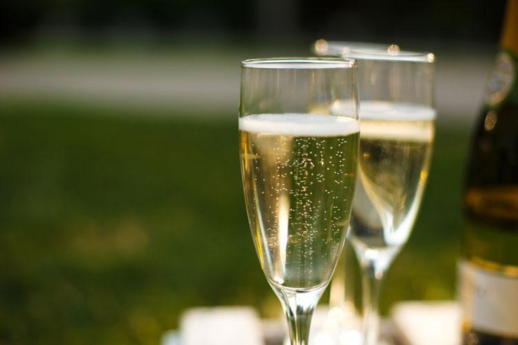 夏は、スティングのワイナリーのスプマンテで乾杯!