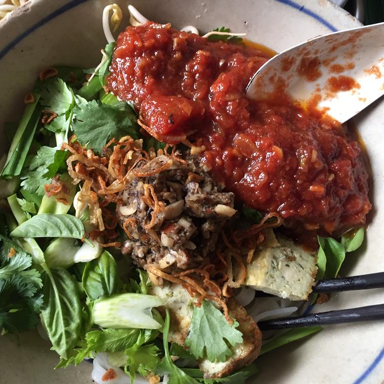 軽やかだけど旨味しっかり。野菜たっぷり汁なし混ぜ麺/Ngoc Xuyen Saigon