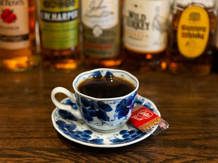 「ホット珈琲(コーヒー)」(600円)。堀口珈琲の豆を使用。浅煎りと深煎りから選べる