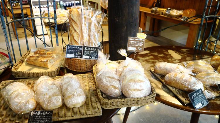 薪小屋の食事パン、長熟バゲット、はるゆたかの石窯焼きパン、八穀ブレッド