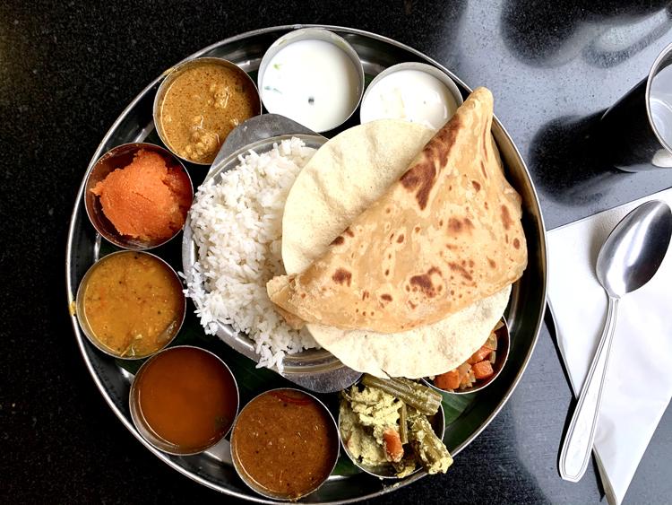 外出規制前、スパイスのパンチを補給。あれこれ楽しいインドカレー/Saravanaa Bhavan