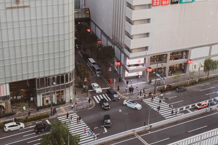 東京・有楽町駅前に空飛ぶ円盤!? 昭和の面影が残る回転スカイラウンジ